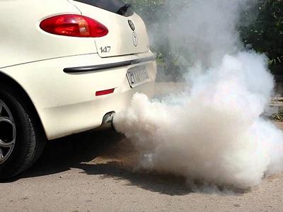 Knalpot Mobil Sering Berair dan Berasap